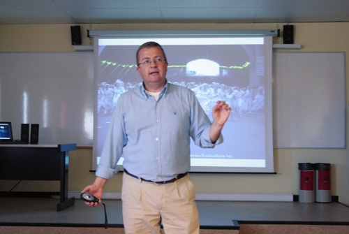 Andres Pérez Ortega dando clase